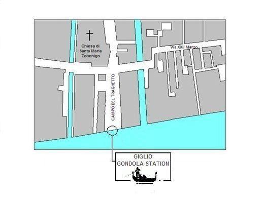 Venice: 30-Minute Gondola Ride and Serenade