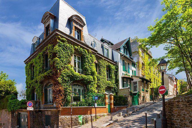 Paris Montmartre Romantic Private Tour and City Exploration Game