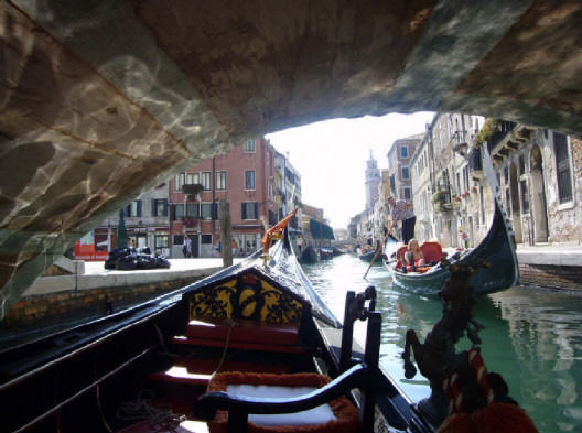 Venice: 30-Minute Gondola Ride and Serenade