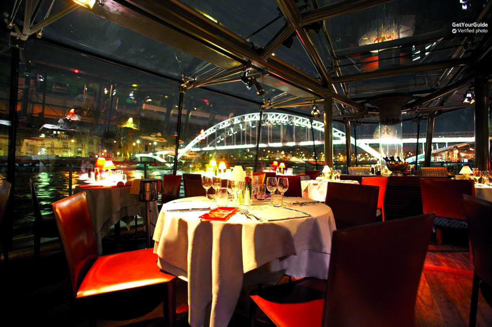Paris Dinner Cruise – Bateaux Parisiens