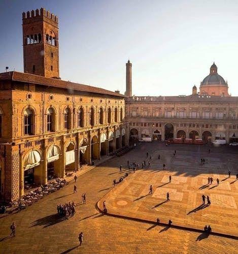 Bologna city centre walking tour