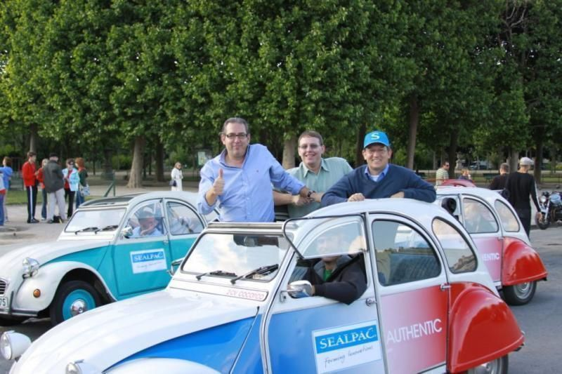 City tour with the 2 CV through Paris
