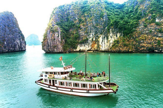 Halong Impressive Cruise 1 Day with Kayaking, Swimming and Panorama Mountain