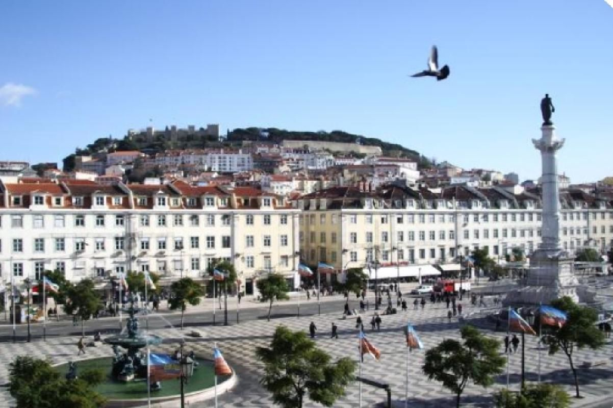 Best of Lisbon Walking Tour with Tapas and Wine Tasting