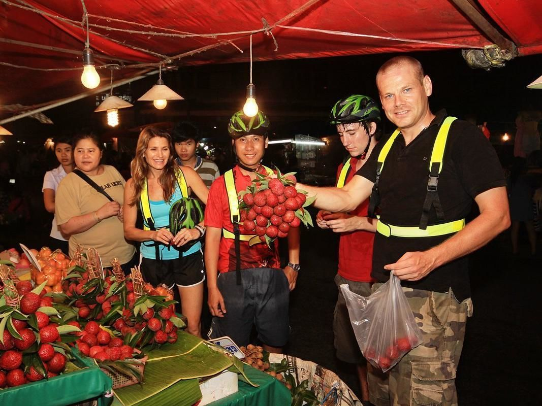 Night Bicycle Tour of Chiang Mai with Local Guide