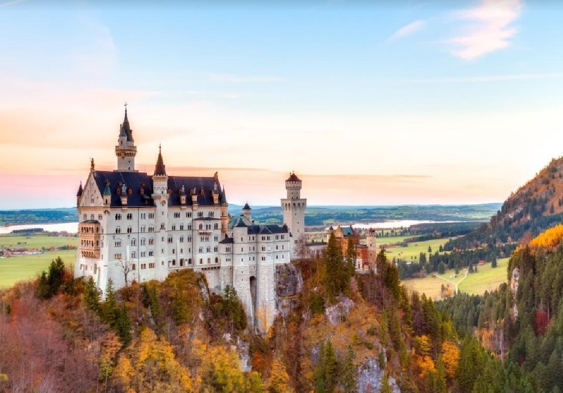 Neuschwanstein, Linderhof & Oberammergau 2-Day Small Group VIP Tour from Munich