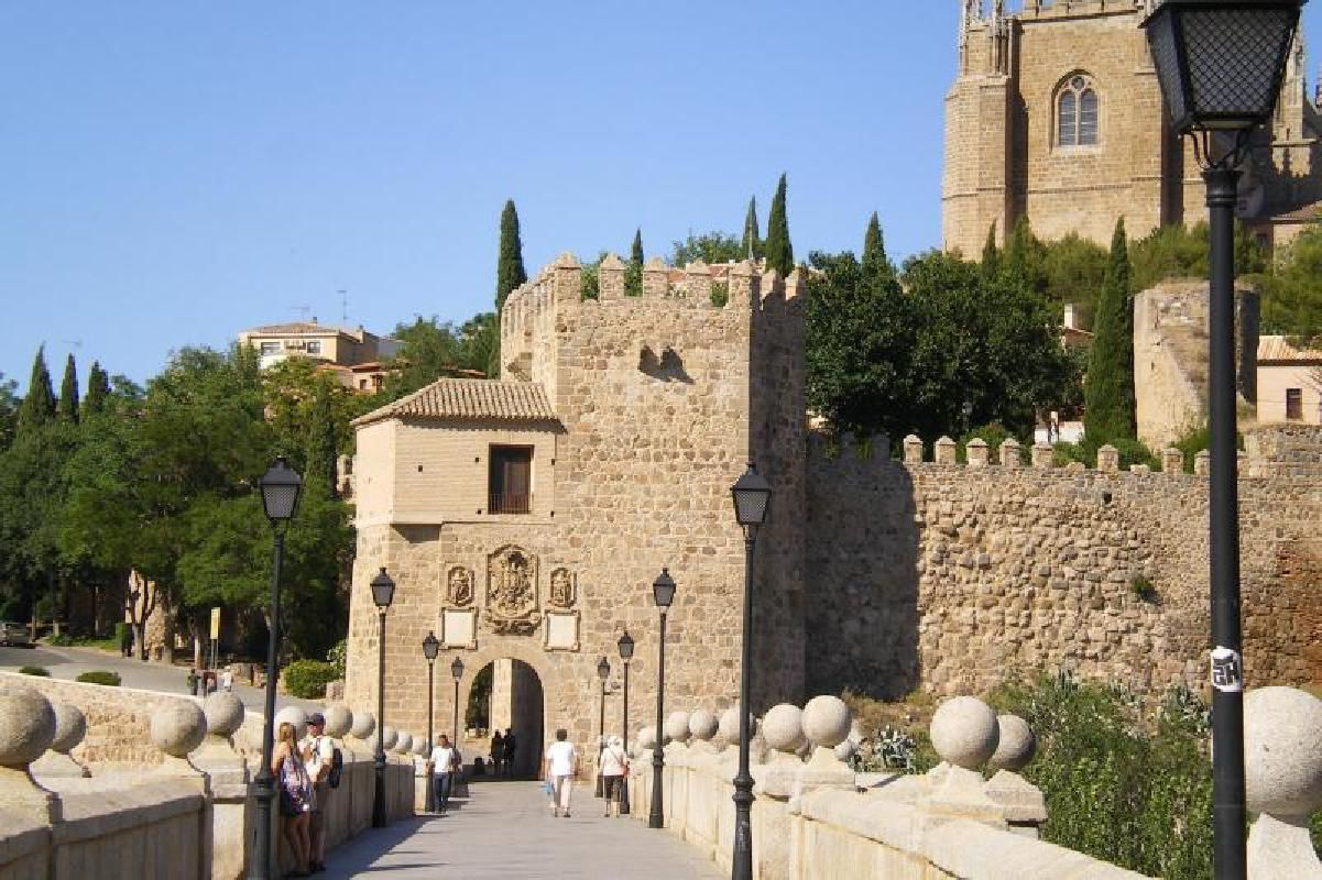 Toledo and Winery Small Group Day Tour from Madrid with Wine Tasting