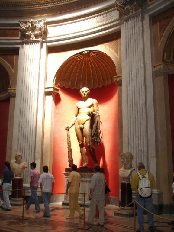 Small groups Vatican tour: Vatican Museums & St. Peter's Basilica without queuing