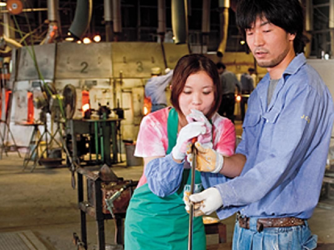 Short Glass Blowing Lesson with an Experienced Craftsman in Minakami