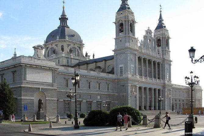 Private Tour: Madrid 'Car and Walk'