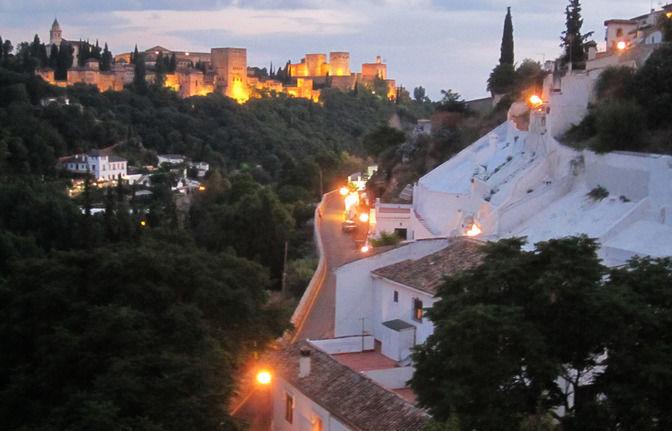 Granada: Visit to Sacromonte quarter and Flamenco Show