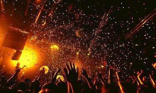 Seville pubcrawl nightlife tour
