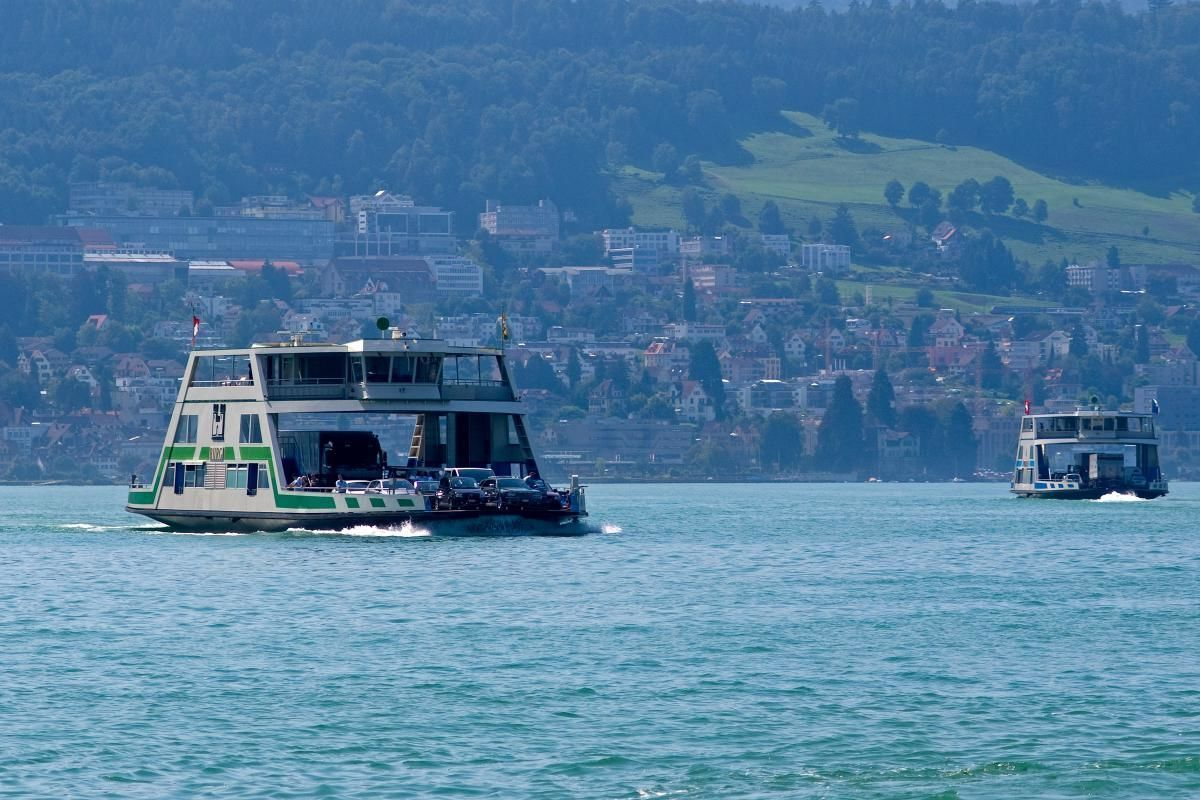 Zurich City Tour with Lindt Chocolate Shop Visit and Lake Zurich Cruise