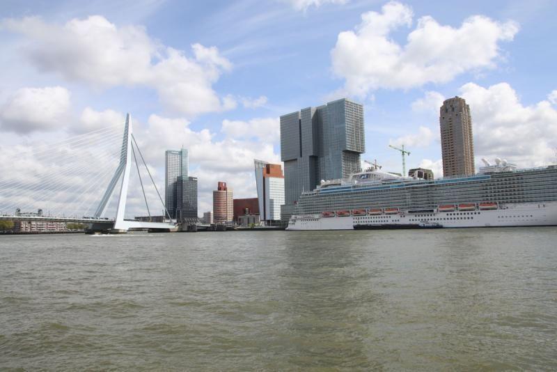Architecture walk through Rotterdam