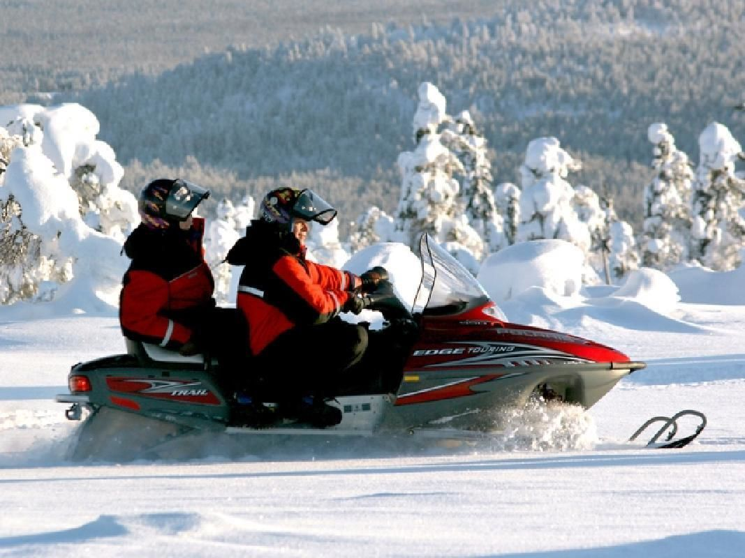 Snowmobile Safari in the Wilderness from Rovaniemi with Lappish Lunch