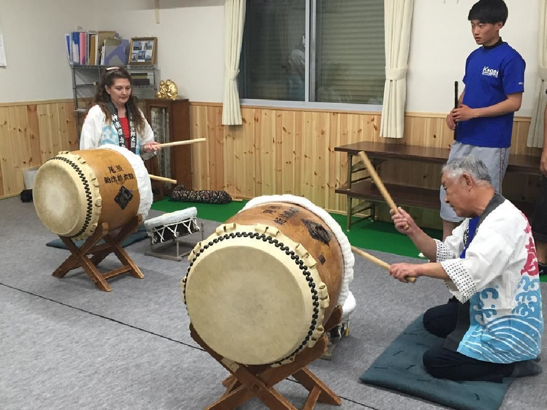 Beginner-Friendly Japanese Taiko Drum Lesson and Performance in Nagoya
